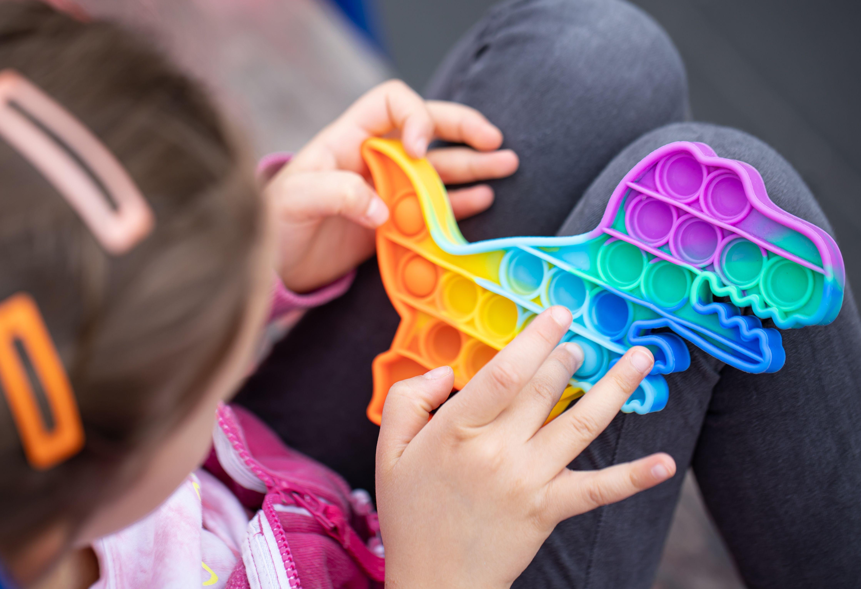 Revide, Push Pop It: brinquedo é 'febre' entre as crianças e auxilia no desenvolvimento, Push Pop It, Hapvida, São Francisco, Brinquedo, Crianças