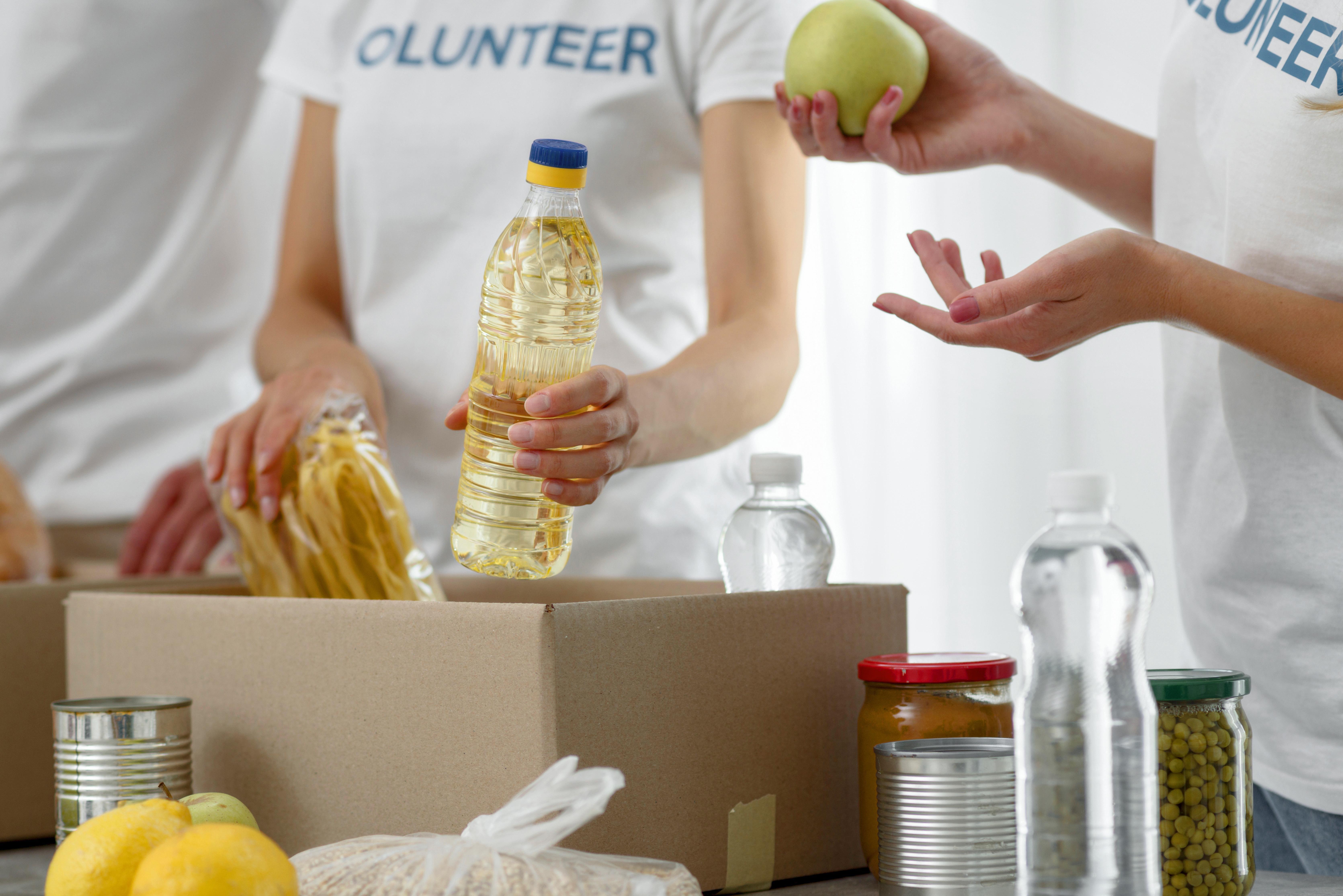 Revide, Alimenta Ribeirão promove drive-thru para arrecadar alimentos , comportamento, alimenta ribeirão, ribeirão preto, doações, arrecadações, usp, alunos, professores